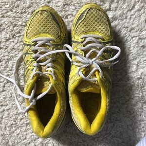 ASICS gel kayano 20 yellow shoes size 8
